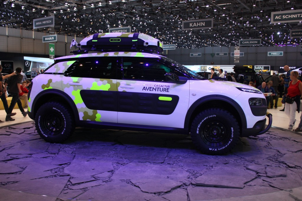 Citroen C4 Cactus Aventure with beefy wheels, acid camo paint job and roof box with spot lights!